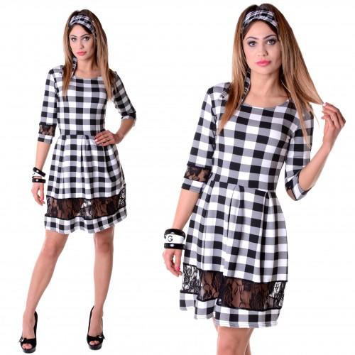 Modna sukienka w kratkę czarno-białą P255