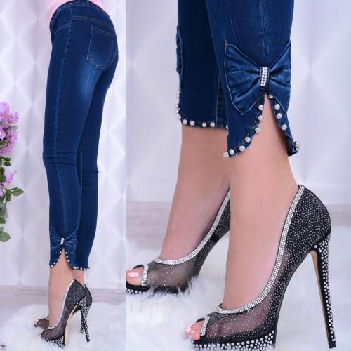 Elastyczne jeansy z kokardką i perełkami P375