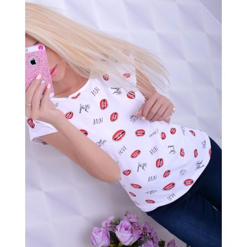 Modny t-shirt z printem UST i napisem LOVE RED LIPS P625