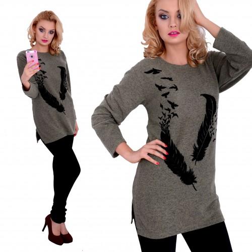 Ciepły sweter khaki z angorki z piórkiem P630