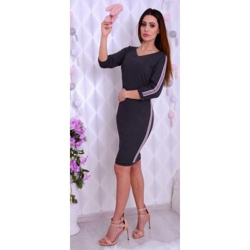Sportowa sukienka z modnymi lampasami P896