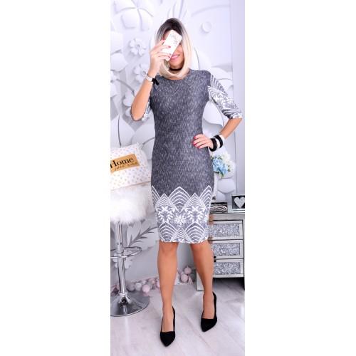 NOWOŚĆ Dzianinowa sukienka z gipiurą P220
